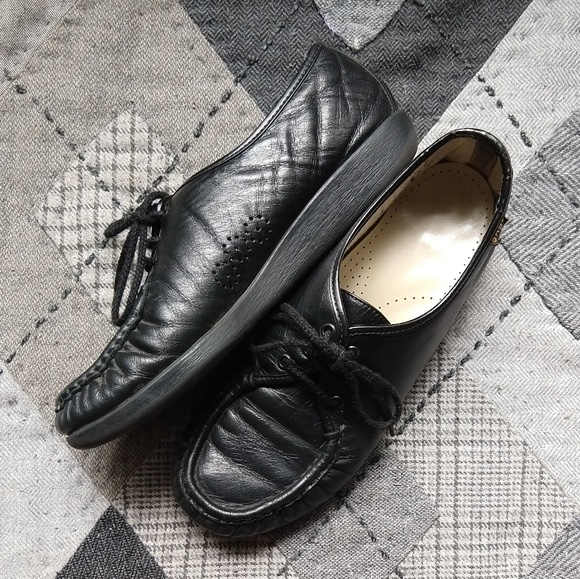ee100d0c591 Vintage SAS Leather Granny Lace-Up Loafers. M 5b1c29b8951996efd0734e08